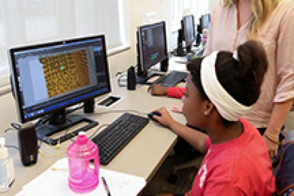 Malory mentoring younger woman on computer animation